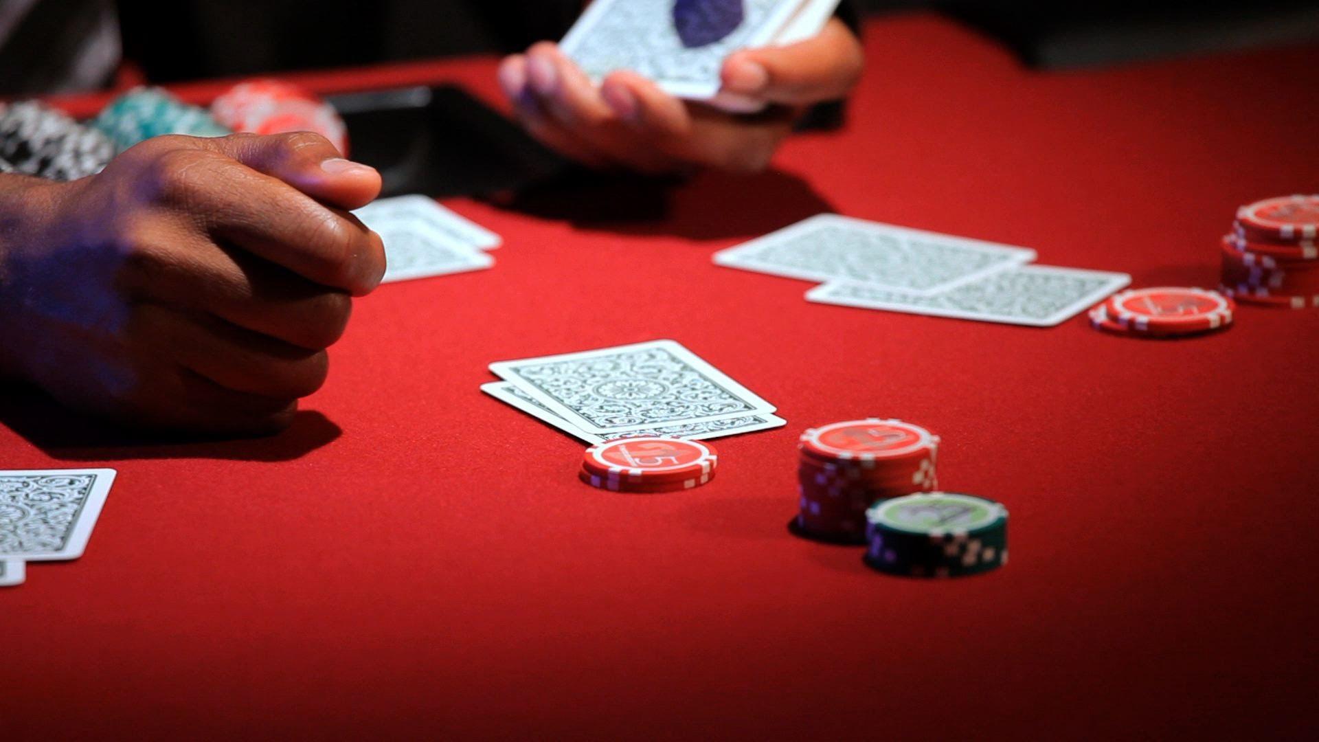 Strip Pokerのプレイのヒントとルール